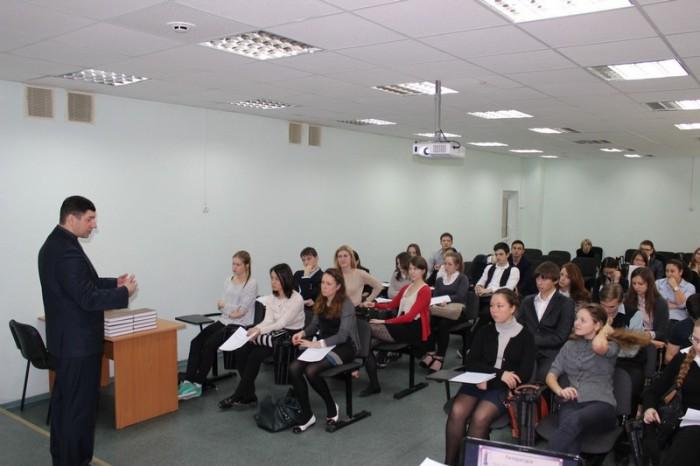 Круглый стол с учащимися старших классов на тему «Перспективы становления и развития правового государства и гражданского общества в России»